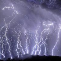 Молния часто бьет дважды, и теперь ученые знают, почему