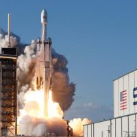 SpaceX выполнила успешный запуск ракеты Falcon Heavy