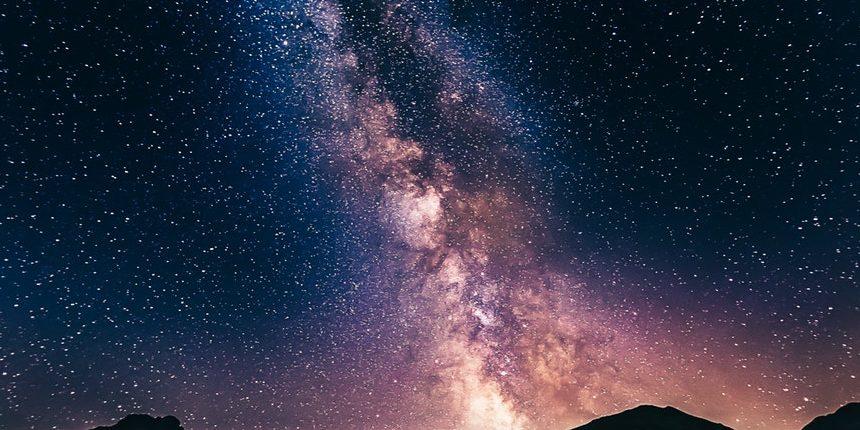 «Неизвестный темный объект» — превышающий массу Солнца в миллионы раз прорвал дыру в Млечном Пути