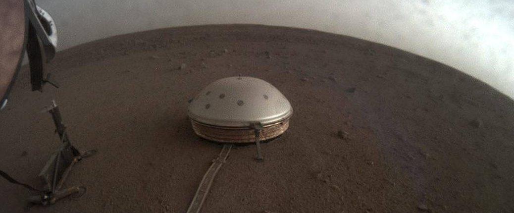 NASA наблюдает пасмурные дни на Марсе, так почему же там никогда не идет дождь?