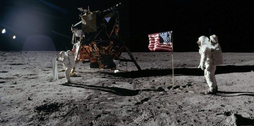 Высадка людей на Луну требует дополнительные миллиарды