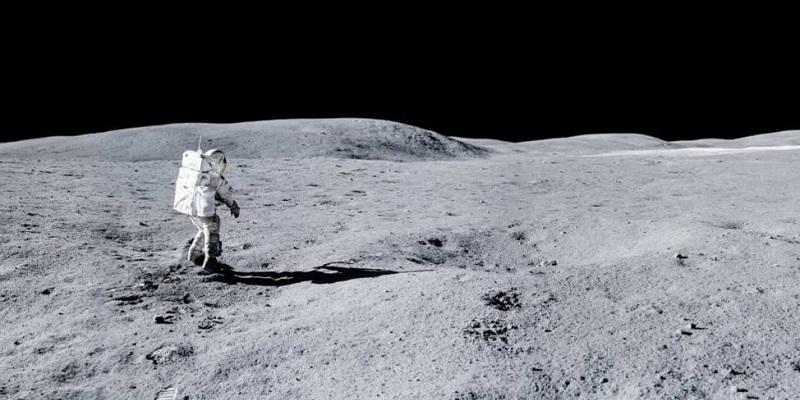 НАСА планирует оставить астронавтов на Луне