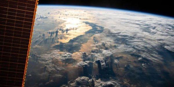 НАСА только что поделилось самым красивым снимком Земли из космоса