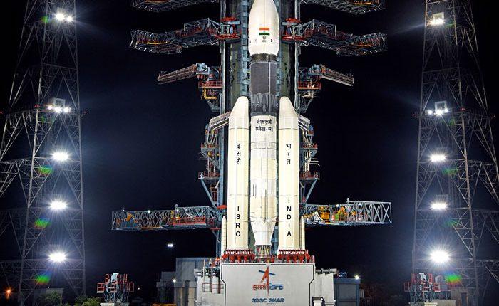 Индия успешно запустила и вывела на орбиту лунную станцию