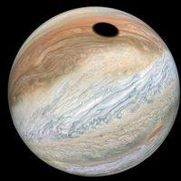 НАСА: Что это за гигантское черное пятно на Юпитере? JunoCam удались потрясающие снимки