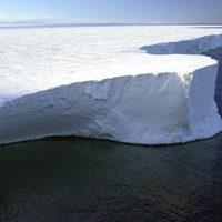 Антарктические ледяные щиты все еще испускают радиоактивный хлор от испытаний ядерного оружия 1950-х годов