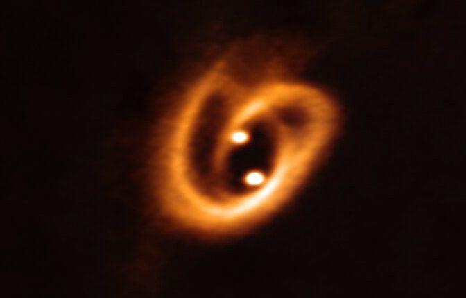 Впервые астрономы увидели рождение бинарных звезд