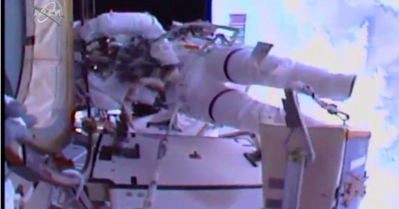 История написана: Женщины впервые вышли в открытый космос