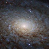 «Хаббл» сфотографировал галактику похожую на «портал в другое измерение»