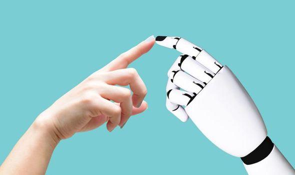 Эксперт: в ближайшем будущем люди станут влюбляться в роботов, а те будут отвечать им взаимностью