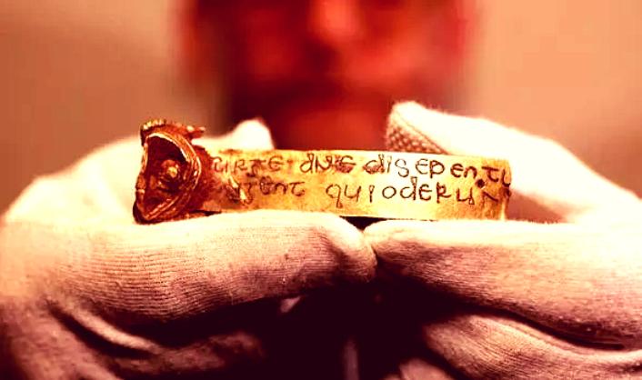 Археологи обнаруживают сокровища «Темного века»: «Самая важная находка в истории англосаксов»