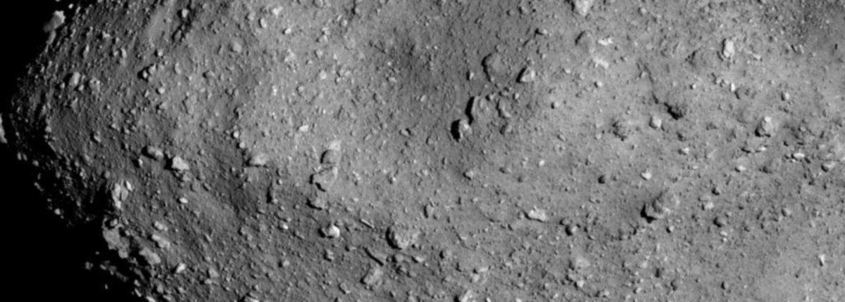 Ученые обнаружили странные особенности кратеров астероида Рюгу
