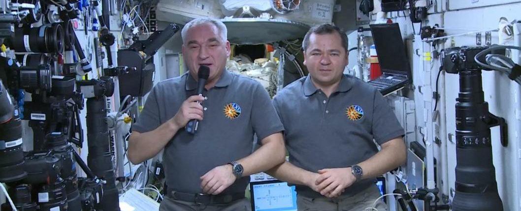 Космонавты поздравляют С Новым 2020 годом!