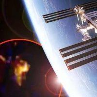 Трансляция с МКС «обрывается» в тот момент, когда российский космонавт сообщает о загадочном объекте