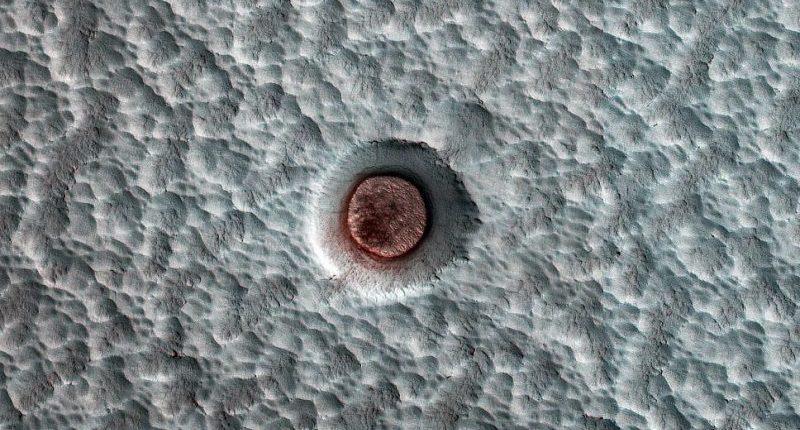 НАСА наблюдало, как меняется лед в кратере Марса, в течение десятка лет