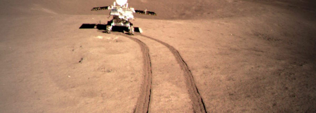 Китайский марсоход обнаружил слой пыли толщиной 12 метров на темной стороне Луны