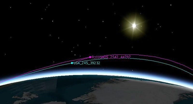Два российских космических корабля преследуют американский спутник-шпион
