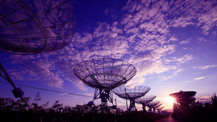 Повторяющиеся сигналы из глубокого космоса крайне маловероятно отправлены инопланетной цивилизацией. Вот почему