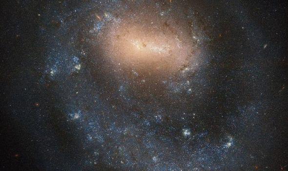 Телескоп «Хаббл» запечатлел «однорукую» галактику