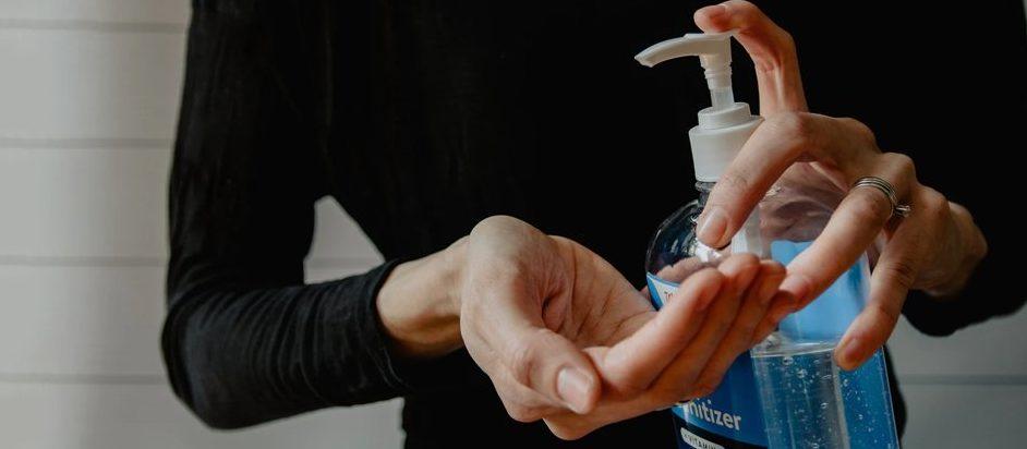 Поможет ли водка? Что нужно знать об использовании дезинфицирующих средств против коронавируса
