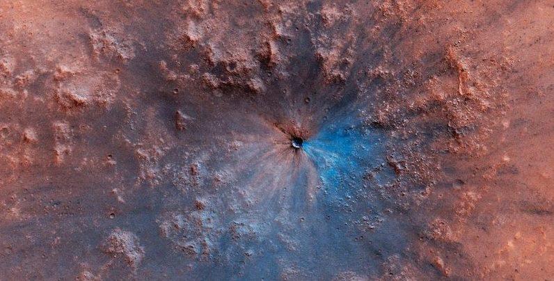 Исследователи: на Марсе два древних резервуара воды глубоко под поверхностью