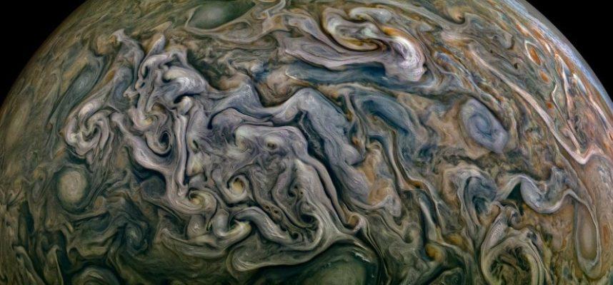 Прекрасный снимок отображает хаос и чудо Юпитера