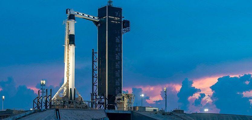 SpaceX отменила свой исторический запуск. Что теперь?
