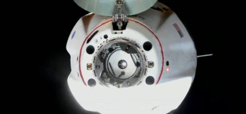 SpaceX благополучно доставил астронавтов на космическую станцию