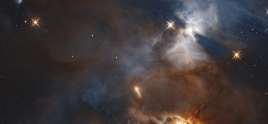 NASA: Хаббл наблюдает «колеблющуюся тень» в дальнем космосе