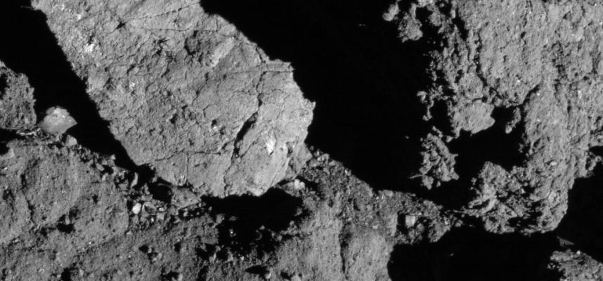 Зонд NASA впервые зафиксировал образование трещин на каменистом астероиде под воздействием Солнца