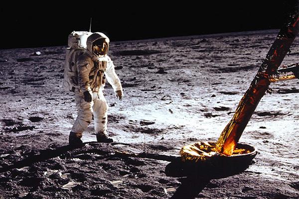 Новые подробности миссии «Аполлон-11»: в случае провала, NASA планировало оставить астронавтов умирать на Луне