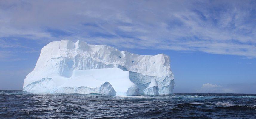 Последний шельфовый ледник Канады обрушился, образовав айсберг размером с город