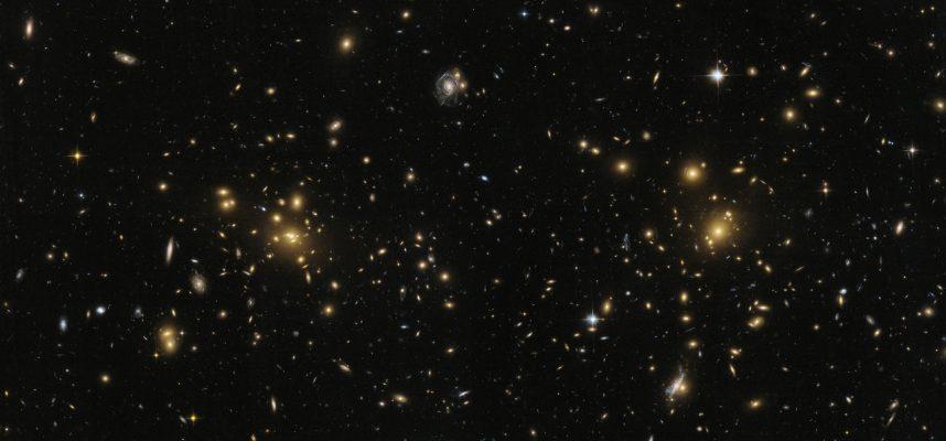 Обнаружен гигантский радиомост, соединяющий два галактических скопления