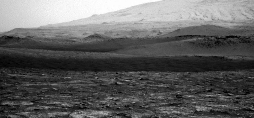 Марсоход НАСА наблюдает пылевого дьявола, кружащегося над Красной планетой