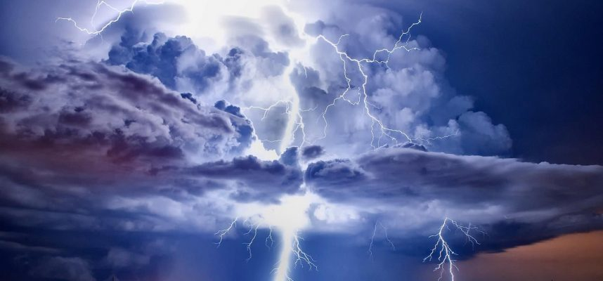 Ученые обнаружили суперразряды в 1000 раз ярче обычных ударов молнии