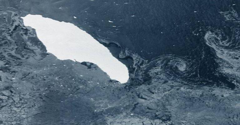 Самый большой айсберг в мире на пути к столкновению с заповедником пингвинов