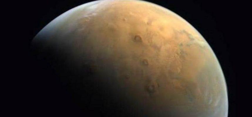 «Определяющий момент» — зонд Hope передает первый снимок Марса