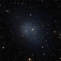 Астрономы обнаружили карликовую галактику, в которой намного больше темной материи