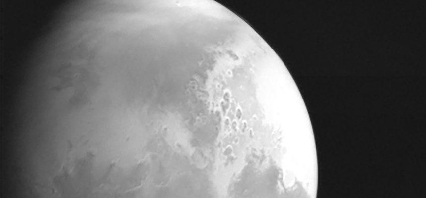 Мы только что получили первую фотографию Марса с китайского зонда Tianwen 1