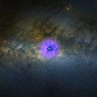 Таинственное свечение, обнаруженное в центре нашей Галактики, связали с темной материей