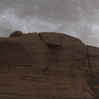 Таинственные сияющие облака над Марсом прекрасны и необычны