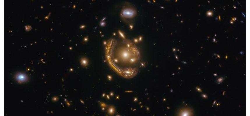 Захватывающее дух кольцо Эйнштейна открывает вид на галактику на расстоянии 9,4 миллиарда световых лет