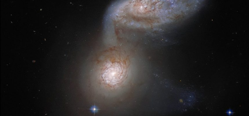 Хаббл запечатлел завораживающие детали столкновения двух галактик